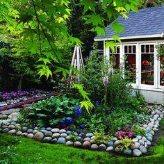 gartengestaltung mit steinen farbige pflanzen haus