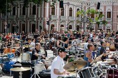 HeadbangerVoice: Orquestra de baterias toca clássicos do rock em Fl...