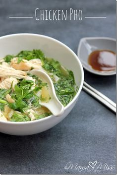 Chicken Pho _ This yummy Vietnamese dish with broth, rice noodles, herbs, & meat is sure to fill your belly & be an instant hit to even the pickiest of eaters! Soup Recipes, Chicken Recipes, Cooking Recipes, Easy Chicken Pho Recipe, Pho Recipe Easy, Cooking Tips, I Love Food, Good Food, Yummy Food