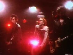 ▶ Sex Pistols - Pretty Vacant - YouTube