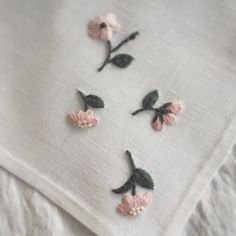The Beauty of Japanese Embroidery - Embroidery Patterns Embroidery On Clothes, Embroidery Flowers Pattern, Simple Embroidery, Japanese Embroidery, Hand Embroidery Stitches, Embroidery Hoop Art, Crewel Embroidery, Embroidery Scissors, Handkerchief Embroidery