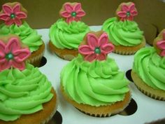 pink and green cupcakes Green Cupcakes, Frosting Techniques, Green Party, Everything Pink, Cupcake Cakes, Fun Cakes, Amazing Cakes, Green Colors, Pink Flowers