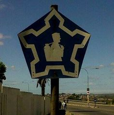 These signs were all over the place when South Africa was involved in the Border War. Soldiers could stand at one of these signs and there was a good chance a kind Samaritan would pick them up and take them to their destination Once Were Warriors, South African Flag, Army Day, Defence Force, Military Art, Military Uniforms, My Land, African History, Special Forces