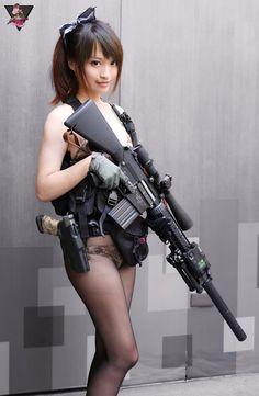 Girl with a Weapon leia bikini Military girl . Women in the military . Women with guns . Girls with weapons Pinup, Corpo Sexy, Military Women, Female Soldier, Big Guns, N Girls, Cosplay Girls, Asian Beauty, Women Hunting