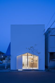 Folm Arts / Tsubasa Iwahashi Architects  modern white house, Japan #architecture #residence #house