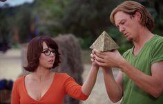 Matthew Lillard (Shaggy) and Linda Cardellini (Velma) in Scooby-Doo Shaggy And Velma, Shaggy Scooby Doo, Velma Scooby Doo, Hanna Barbera, 2 Movie, Movie Photo, Velma Costume, Sexy Velma, Scooby Doo Images