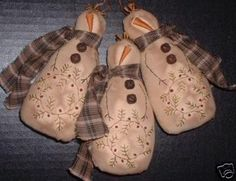 Priitive Stitchery PATTERN Snowman Ornie Berry Wreath. $3.00, via Etsy.