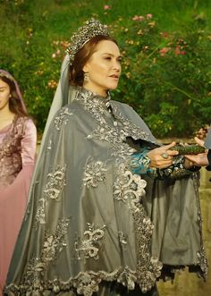 "Safiye Sultan - Magnificent Century: Kösem - Season Episode 3 ""Adalet Kulesi/Tower of Justice"" Queen Dress, Dress Up, Modest Outfits, Kids Outfits, Kosem Sultan, Fairytale Dress, Royal Dresses, Theatre Costumes, Turkish Fashion"