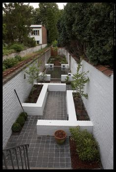 long narrow garden, I like that there's so many places to sit. Interesting design, I would liven it up a little bit with flowers and patio furniture Garden Ideas Long, Fresco, Townhouse Garden, Narrow Garden, Magic Garden, Garden Images, Small Garden Design, Gras, Cool House Designs