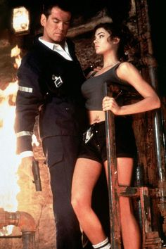James Bond Girls : 50 ans de femmes fatales 40 photos- 72685 visites   James Bond Girl : Daniela Bianchi James Bond Girl : Honor Blackman James Bond Girl : Margaret Nolan James Bond Girl : Shirley Eaton  Voir / Cacher la mosaïque Denise Richards interprète le Dr. Christmas Jones dans Le Monde ne suffit pas en 1999.