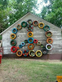 And more old tires idea! Tyres Recycle, Reuse Recycle, Recycled Art, Repurposed, Peace Plant, Record Crafts, Tire Art, Used Tires, Plant Wall