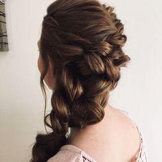 Verspielte und seitlich gesteckte Brautfrisur Dreadlocks, Long Hair Styles, Porches, Beauty, Art, Hairdo Wedding, Front Porches, Art Background, Long Hairstyle