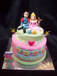 1-prince and princess aurora cake