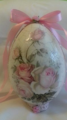 Easter egg Egg Crafts, Easter Crafts, Easter Table, Easter Eggs, Decoupage, Egg Tree, Faberge Eggs, Egg Decorating, Holidays And Events
