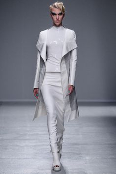 3 Looks: my #PFW picks from #GarethPugh. Although citing the influence of a hysteric Sunset Boulevard film, there was an alien look to the collection with molded plastic bodices and severe cuts. Distopic either way.