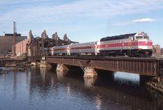 https://flic.kr/p/Lk2ELG   Untitled   MBTA/Amtrak train 6255 on Fort Point…