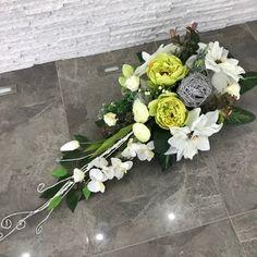 Výsledok vyhľadávania obrázkov pre dopyt kompozycje na cmentarz Funeral Flower Arrangements, Funeral Flowers, Diy And Crafts, Floral Wreath, Wreaths, Christmas, Flowers, Floral Arrangement, All Saints Day