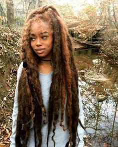 The detail of natural looking dreadlocks for black hair is cared about by almost any woman. New Natural Hairstyles, Cool Hairstyles, Hairstyles Haircuts, Wedding Hairstyles, Pelo Rasta, Style Afro, Curly Hair Styles, Natural Hair Styles, Pelo Natural
