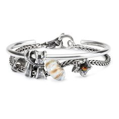 I like the bracelet n bangle idea, but not their choice of beads.