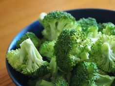 Eat nutrient dense foods for good health.Broccoli is full of fiber, vitamin C, folate, iron and calcium and is naturally low in calories. One-half cup of steamed broccoli has a minimal 27 calories. Most Nutritious Vegetables, Vegetables List, Veggies, Gout Diet, Diet Recipes, Healthy Recipes, Healthy Foods, Healthy Tips, Stone Soup