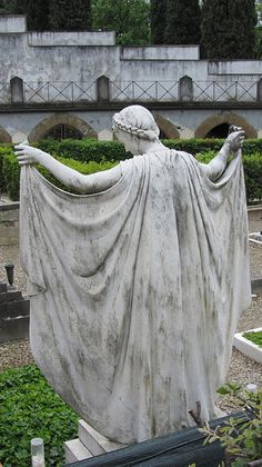 Marker- Cloaked Woman Statue, Florence, Italy. http://www.thefuneralsource.org/cemeurope.html