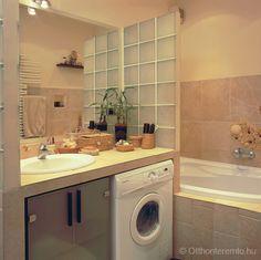 A nagyméretű épített mosdó alsó része nemcsak a mosógépet rejti el, további tárolóhelyet biztosít más fürdőszobai tárgyak számára is