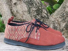 Mens oxford shoe in natural woven hemp & ethnic Naga hand woven tribal textiles  Great comfort, great style, when ordinary just wont do.  …