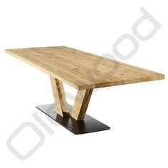 Deze tafel heeft een prachtig design met unieke plaatsing van het voetstuk.<br /> Ook is de tafel ''Rome'' gemaakt van prachtig hout met een robuuste uitstraling.