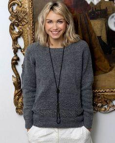 Englegarn Merino er spundet af to farver fibre – derfor er det let meleret og… Vogue Knitting, Knitting Books, Free Knitting, Crochet Patron, Knit Crochet, Diy Knitting Projects, Knitting Magazine, Wool Sweaters, Casual Chic