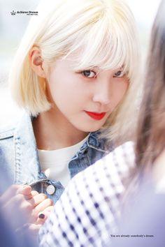 YUHA (Kang Kyung-won) of Pristin. This photo has captured a lovely beguiling look in her eyes. Really nice. Kang Kyung Won, Pledis Girlz, Fandom, Pledis Entertainment, Sweet Girls, Pop Group, Korean Singer, Korean Girl Groups, Kpop Girls