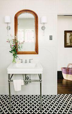 Vintage pedestal sink & Mirror