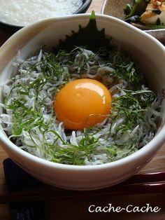 Whitebait simply scalded Donburi - 釜揚げしらす丼