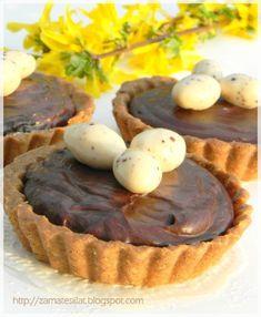 Régebbi ígéretet teljesítek: a Tésztavarázs c. könyvből az első kipróbált süti. Valójában a tésztája eredeti, a krémet én kreáltam. Muszáj ... Mini Cupcakes, Cheesecake, Muffin, Food And Drink, Easter, Sweets, Cookies, Breakfast, Recipes