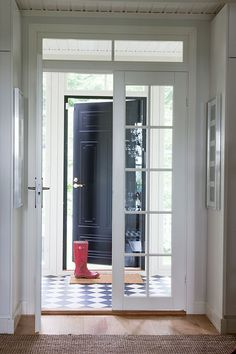 Suomen kauneimpia koteja - Kannustalo Interior And Exterior, Interior Design, Entry Hallway, Home Upgrades, Hallway Decorating, Foyers, Other Rooms, Corridor, Hallways