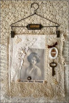 Ideas For Shabby Chic Fabric Vintage Wall Hangings Blog Vintage, Vintage Crafts, Shabby Chic Fabric, Shabby Chic Crafts, Doilies Crafts, Fabric Journals, Linens And Lace, Photo Displays, Fabric Art