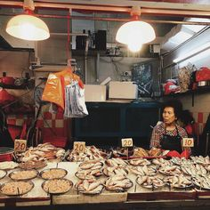 j.mok_ explores the sights and sounds of a Hong Kong wet market. #agodalens
