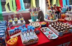 Topa y los rulos birthday party ideas junior express party Shawarma, Videos Princesas Disney, Minnie Mouse Roja, Birthday Cake, Birthday Parties, Disney Junior, Baby Shark, Party Time, Easy