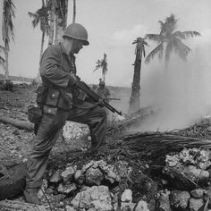 American soldier pointing gun into smoking hole during WWII action on Orote Pennisula. Us Marines, Military Photos, Military History, Military Art, By Any Means Necessary, War Photography, Korean War, American Soldiers, Vietnam War