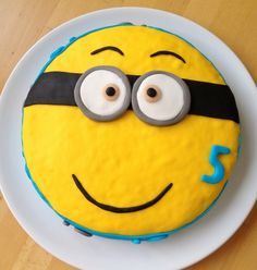 Comment faire un gateau minion facile Minions, Cakes For Boys, Cookies Et Biscuits, Food And Drink, Birthday Cake, Nutrition, Plates, Baking, Tableware