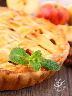 Apple pie - La Crostata di mele è un dolce tradizionale che non stanca mai: semplice e appetitoso, è il dessert della nonna che piace a tutti e che scalda il cuore. #tortadimele