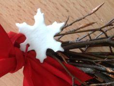 Így készíts hófehér karácsonyfadíszt szódabikarbónából! +recept +fotó Christmas Decorations, Christmas Tree, Christmas Ornaments, Holiday Decor, Christmas Ideas, Holidays And Events, Seasons, Advent, Home Decor