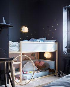 IKEA Deutschland | Eine Kuschelige Spiel und Schlafecke geschaffen mit angenehmen Licht und einem KURA Kinderbett. http://www.ikea.com/de/de/catalog/products/80253809/ #Kinderzimmer #Kinderbett #Spielecke #Kuschelecke #Kinderhochbett