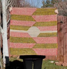 this makes me want to pick up tapestry weaving again!
