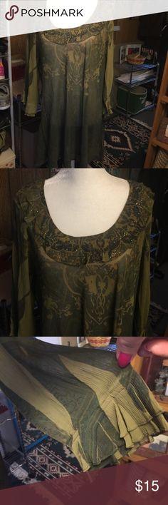 Pretty tunic top from dress barn. Sz 2X Pretty tunic top from dress barn. Sz 2X. Sheer. Dress Barn Tops
