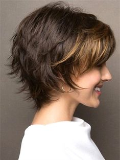 Frisur Ideen 10 einfache Pixie Haircut Styles & Farbideen Picture frames are another example of wedd Short Layered Haircuts, Short Hairstyles For Women, Bob Hairstyles, Layered Hairstyles, Bob Haircuts, Short Hair Cuts For Women Easy, Wedding Hairstyles, Teenage Hairstyles, Simple Hairstyles