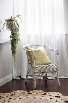 Kate Connors stuns us again with the sweetest sunroom setting. Light and relaxing to a tee. See My Hunter Gatherer for details.