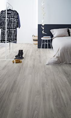 The Polyflor Camaro Loc Grey Mountain Ash offers a rare and beautiful design combination: a pure grey floor with an exciting grain. Each monochrome board shifts through light and dark shades as the strong grain design pulses through the board. Each tile is connected to the next with an ingenious locking mechanism to make for speedy installations.