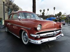 1954 Ford Customline American Classic Cars, Ford Classic Cars, Vintage Cars, Antique Cars, 1954 Ford, 50s Cars, Classic Car Insurance, Ford Lincoln Mercury, Old Race Cars