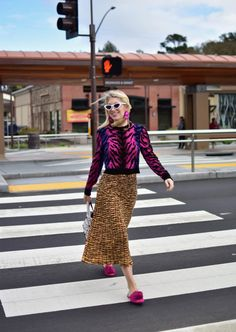 The New Rules of Pattern Mixing Pattern Mixing Outfits, Mixing Patterns, Looks Street Style, Estilo Fashion, Thrift Fashion, Fashion Over 50, Mixing Prints, Colorful Fashion, Pattern Fashion