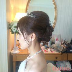 大人めシニヨンスタイルから編み込みダウンスタイルの可愛い花嫁様♡ の画像|大人可愛いブライダルヘアメイク『tiamo』の結婚カタログ